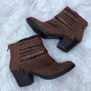 New Mudd Sz 8.5 Braided Fringe Suede Ankle Boots